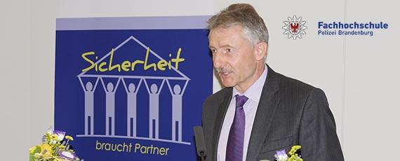Innenminister Karl-Heinz Schröter bei der Eröffnung der Veranstaltung