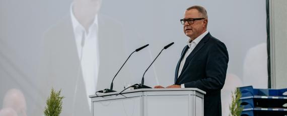 Innenminister Stübgen heißt die neuen Anwärterinnen und Anwärter herzlich bei der Brandenburger Polizei willkommen.