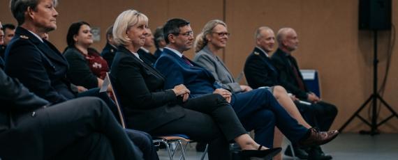 Polizeivizepräsident Roger Höppner, Hochschulpräsidentin Prof. Dr. Heike Wagner, Staatssekretär Uwe Schüler und Anja Germer, Leiterin der Abteilung 4.